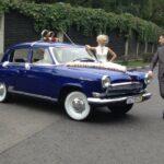 Ретро свадьба с арендой синей Волги