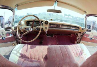Роскошный салон ретро автомобиля